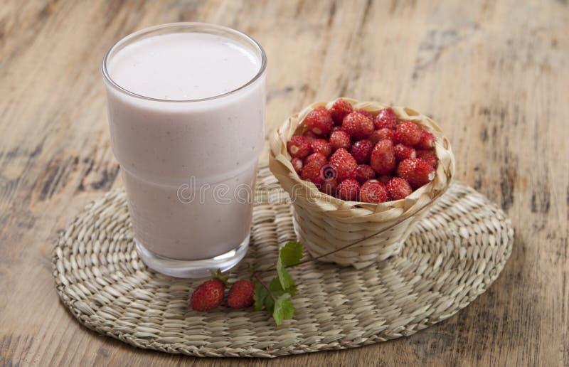 φρέσκια φράουλα καταφερ& στοκ εικόνα με δικαίωμα ελεύθερης χρήσης