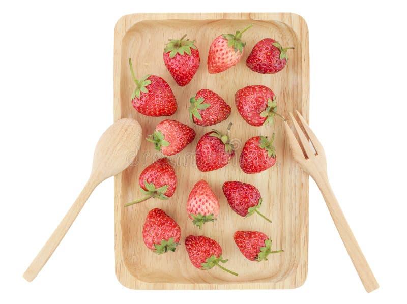 Φρέσκια φράουλα στον ξύλινο δίσκο, εκλεκτική εστίαση στοκ φωτογραφίες