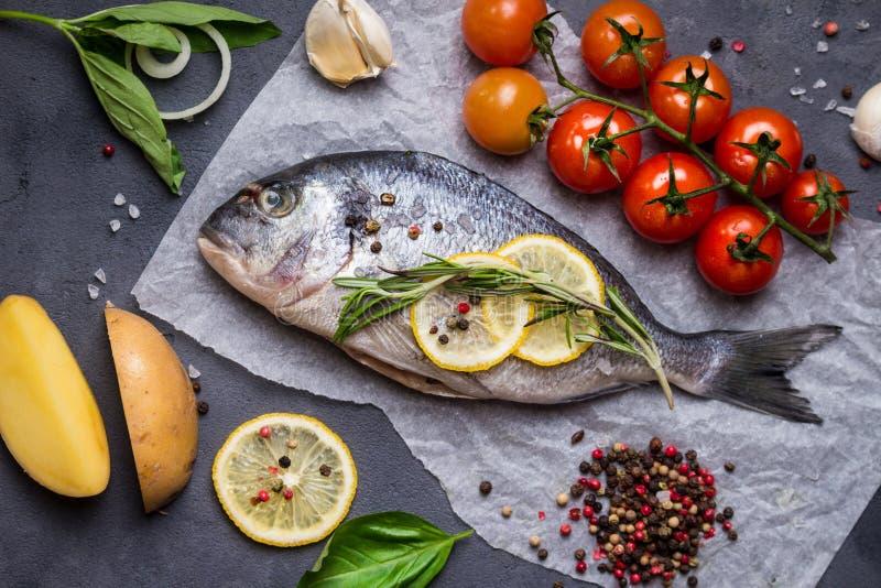 φρέσκος ακατέργαστος ψαριών στοκ εικόνες