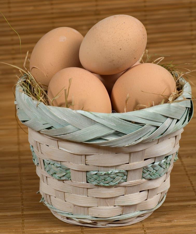 φρέσκος αυγών καλαθιών α&nu στοκ εικόνα
