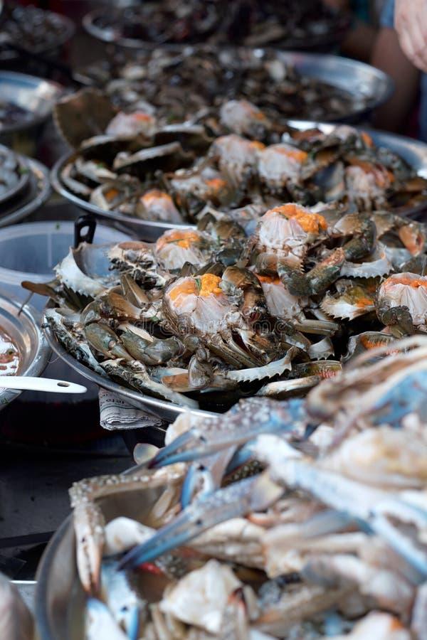 Φρέσκος βαθμός ασφαλίστρου καβουριών θάλασσας και καβουριών αυγών στοκ φωτογραφία