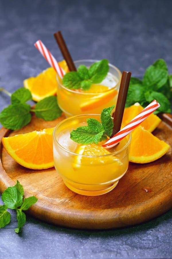 Φρέσκος οργανικός χυμός από πορτοκάλι στοκ φωτογραφία με δικαίωμα ελεύθερης χρήσης