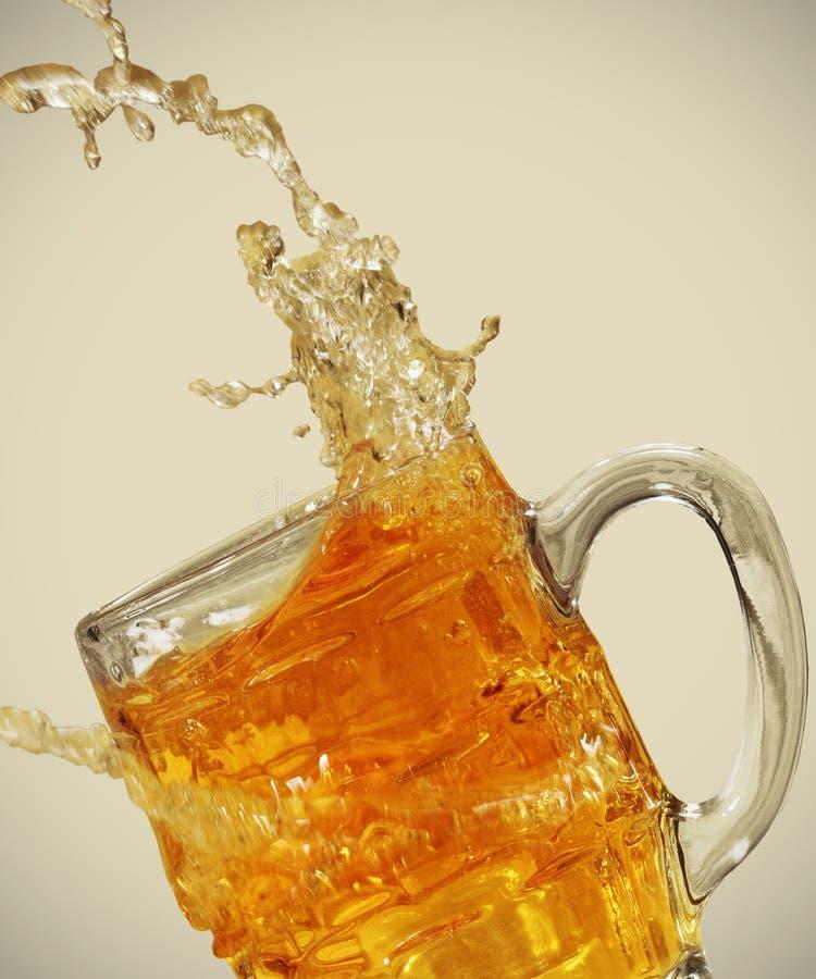 φρέσκος παφλασμός μπύρας στοκ εικόνα