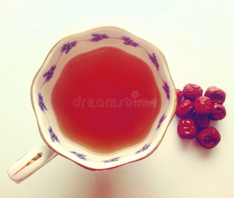 φρέσκος χρόνος τσαγιού φραουλών πορσελάνης πιάτων της Κίνας στοκ φωτογραφία με δικαίωμα ελεύθερης χρήσης