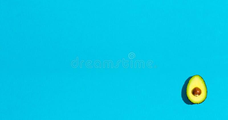 Φρέσκο αβοκάντο με το κοίλωμα στοκ εικόνα