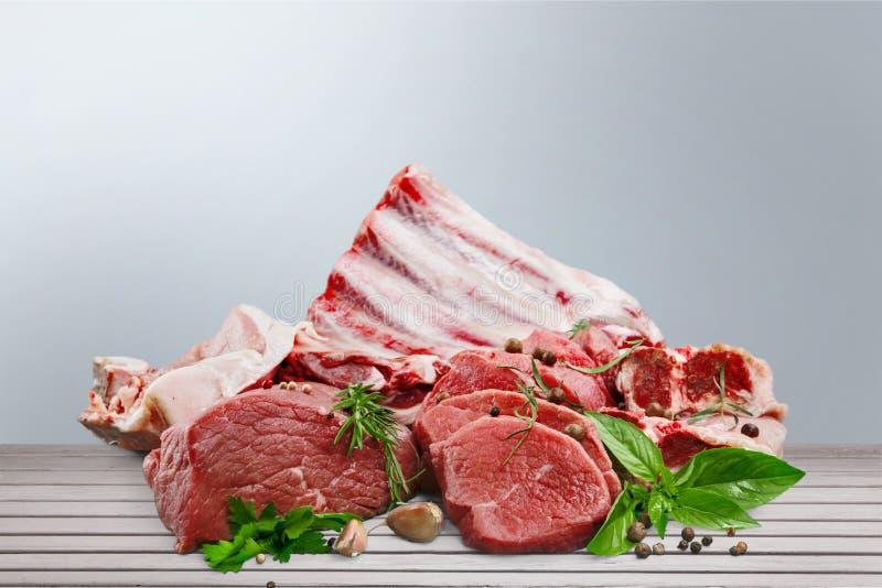 Φρέσκο ακατέργαστο υπόβαθρο κρέατος στο υπόβαθρο στοκ φωτογραφίες