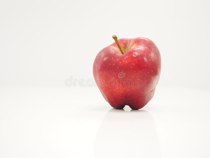 φρέσκο απομονωμένο μακρο κόκκινο λευκό μήλων στοκ φωτογραφίες