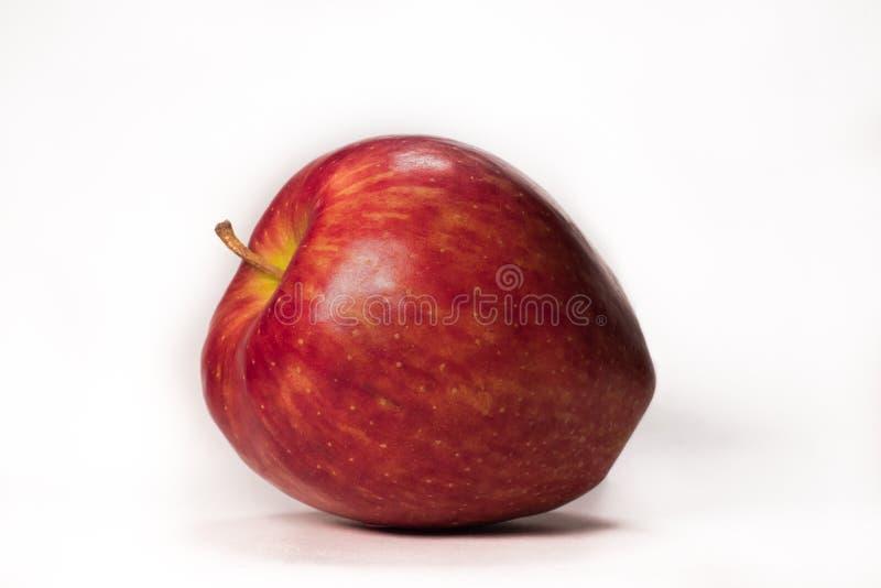 Φρέσκο κόκκινο μήλο σε ένα άσπρο υπόβαθρο στοκ εικόνες