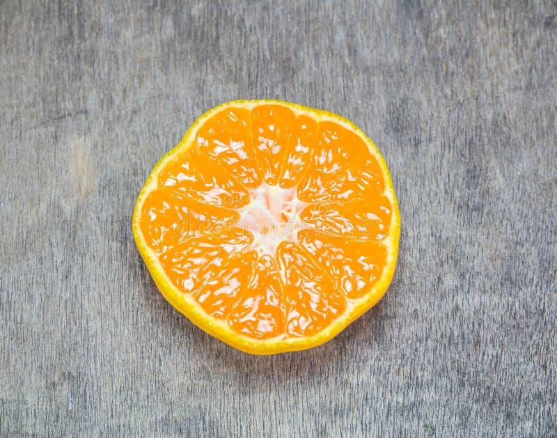 φρέσκο μισό πορτοκάλι στοκ φωτογραφίες με δικαίωμα ελεύθερης χρήσης