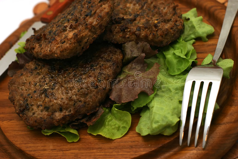 φρέσκο πιάτο burgers dishware στοκ φωτογραφία με δικαίωμα ελεύθερης χρήσης