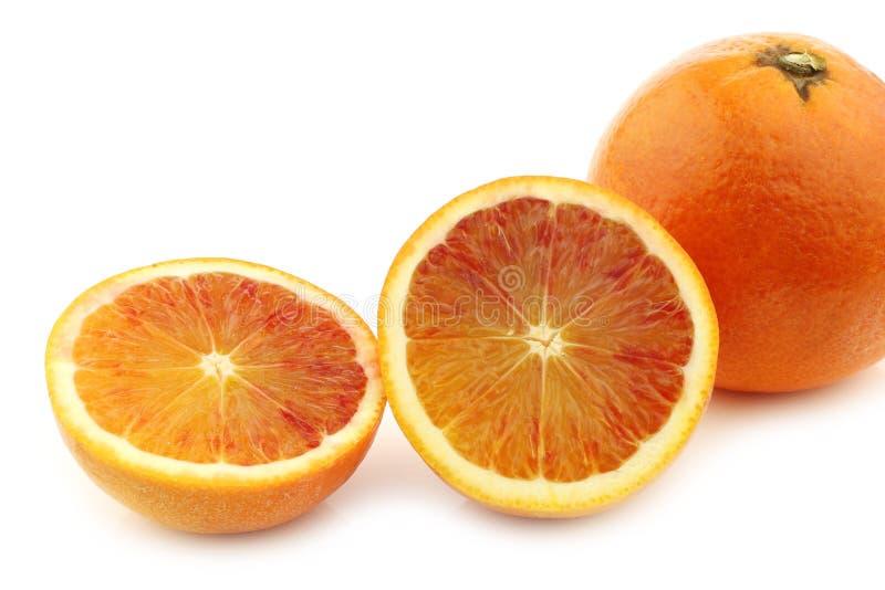Φρέσκο πορτοκάλι αίματος και μια περικοπή μια στοκ εικόνες