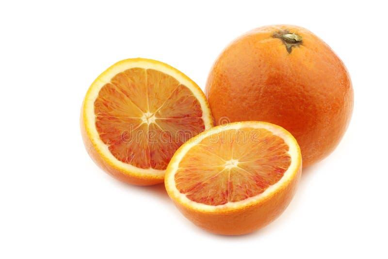 Φρέσκο πορτοκάλι αίματος και μια περικοπή μια στοκ εικόνα