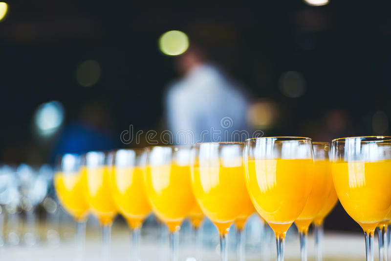 φρέσκο πορτοκάλι χυμού Ποτά τομέα εστιάσεως στοκ εικόνες με δικαίωμα ελεύθερης χρήσης