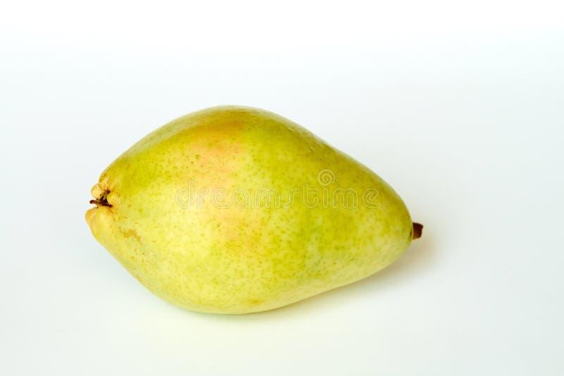 Φρέσκο πράσινο αχλάδι που απομονώνεται στοκ εικόνα