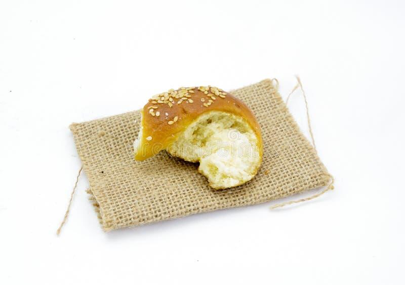 Φρέσκο σπιτικό τουρκικό bagel σε ένα άσπρο υπόβαθρο στοκ φωτογραφίες με δικαίωμα ελεύθερης χρήσης