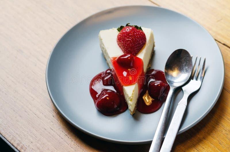 Φρέσκο cheesecake φραουλών στοκ φωτογραφία με δικαίωμα ελεύθερης χρήσης