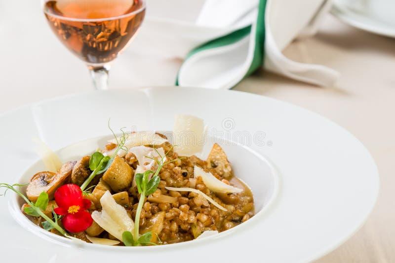 Φρέσκο risotto κριθαριού στοκ εικόνα με δικαίωμα ελεύθερης χρήσης