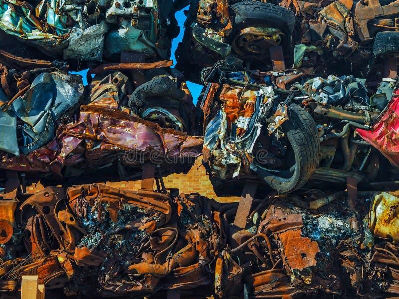 Φραγμοί σωρών αυτοκινήτων παλιοσίδερου στοκ φωτογραφίες