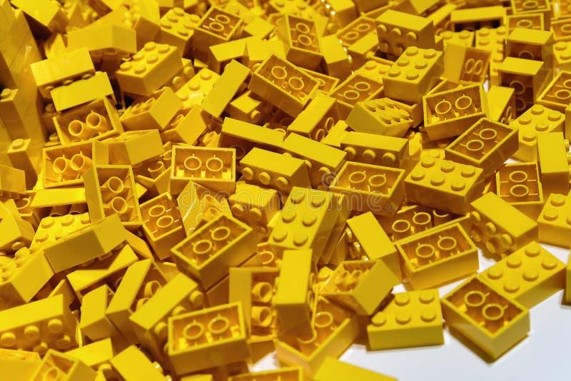 Φραγμοί Lego - πλαστικό παιχνίδι κατασκευής - που κατασκευάζεται από την ομάδα Lego που εδρεύει σε Billund, Δανία στοκ φωτογραφία