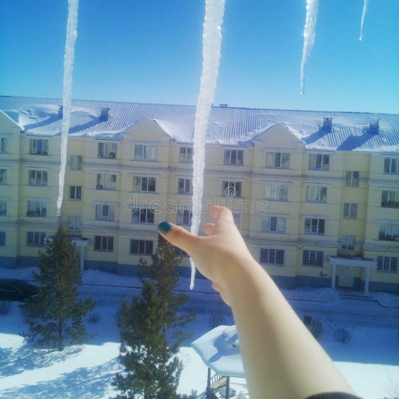 Φραγμός πάγου με το χέρι στοκ εικόνες