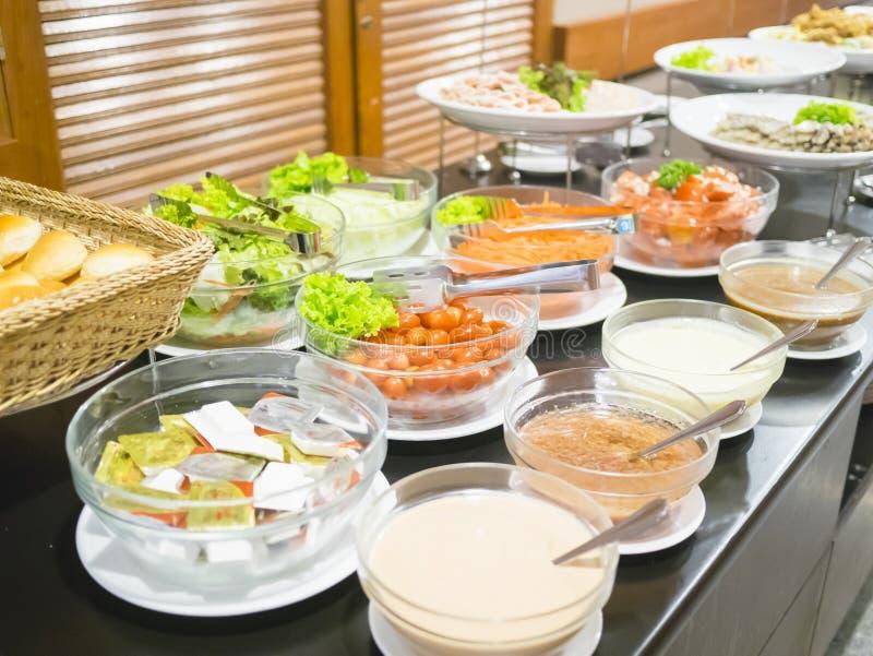 Φραγμός σαλάτας με τα λαχανικά στο εστιατόριο στοκ εικόνα