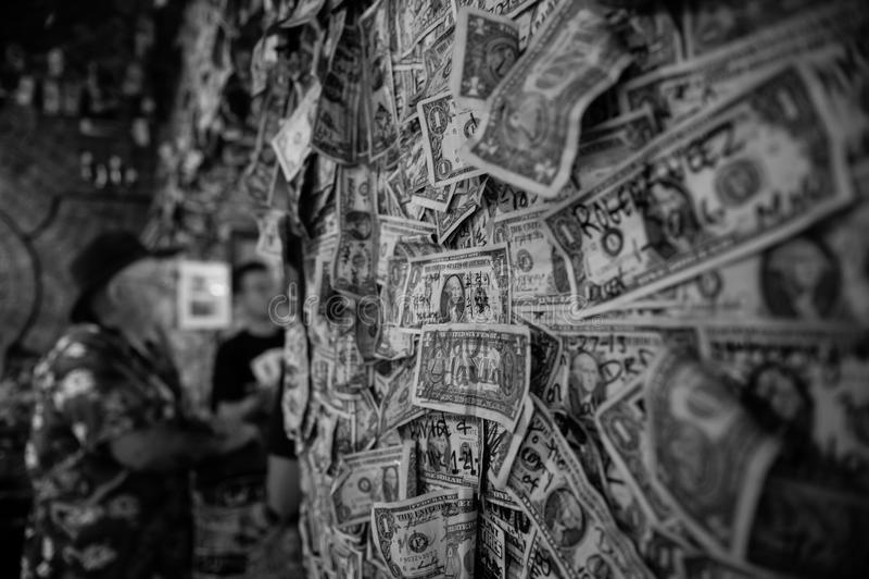 Φραγμός χρημάτων στην πόλη Oatman στη διαδρομή 66 στοκ φωτογραφία