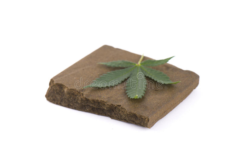 Φραγμός hashish, μια ιατρική συμπύκνωση μαριχουάνα που απομονώνεται με στοκ φωτογραφία με δικαίωμα ελεύθερης χρήσης