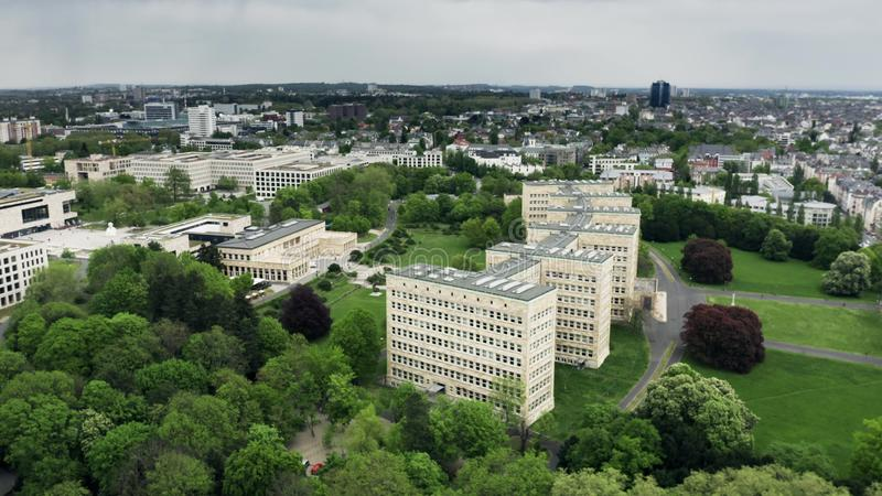 ΦΡΑΝΚΦΟΥΡΤΗ ΑΜ ΜΆΙΝ, ΓΕΡΜΑΝΙΑ - 29 ΑΠΡΙΛΊΟΥ 2019 Εναέρια άποψη των πανεπιστημιακών Φρανκφούρτη κτηρίων Goethe στοκ εικόνες