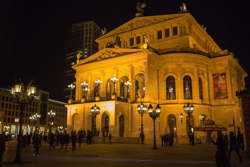 ΦΡΑΝΚΦΟΥΡΤΗ - ΣΤΙΣ 2 ΜΑΡΤΊΟΥ: Alte Oper τη νύχτα στις 2 Μαρτίου 2013 σε Frankf στοκ εικόνες