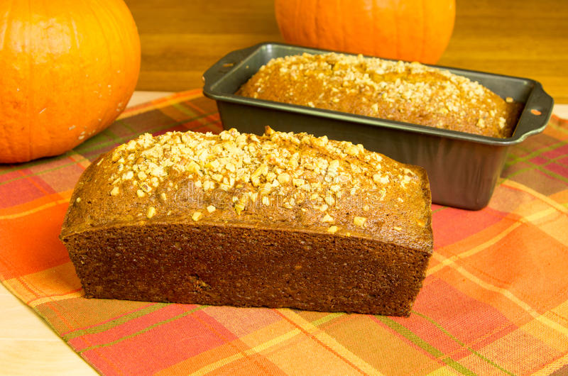Φραντζόλες του ψωμιού κολοκύθας με τις κολοκύθες στοκ εικόνα με δικαίωμα ελεύθερης χρήσης
