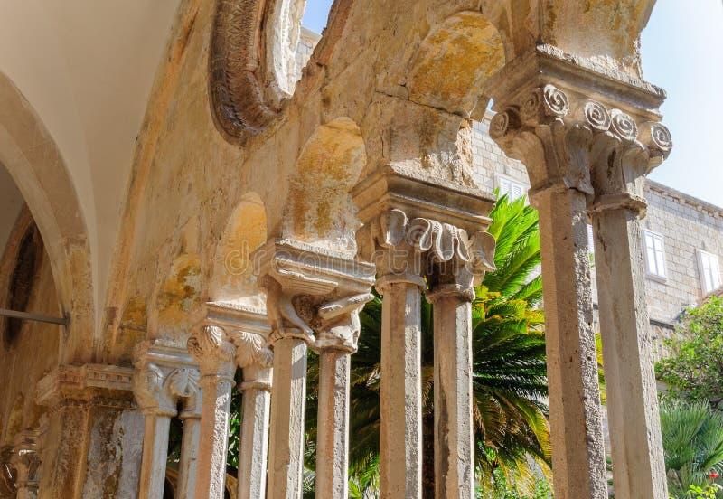 Φραντσησθανές κιονοστοιχίες μοναστηριών μοναστηριών Dubrovnik στοκ φωτογραφίες