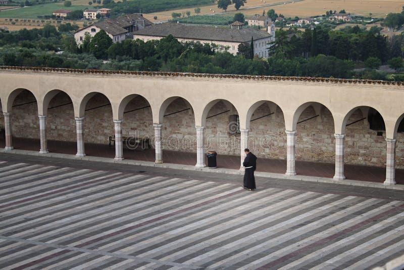 Φραντσησθανό Friar περπάτημα στοκ φωτογραφία με δικαίωμα ελεύθερης χρήσης