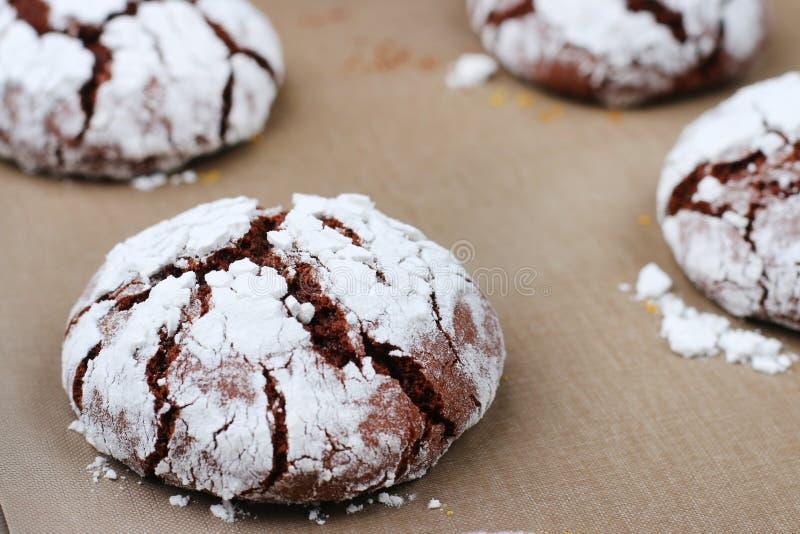 Φρεσκάδα ρωγμών σοκολάτας μπισκότων νόστιμη έννοια επιδορπίων μπισκότα για τα Χριστούγεννα holidayand στοκ φωτογραφίες με δικαίωμα ελεύθερης χρήσης