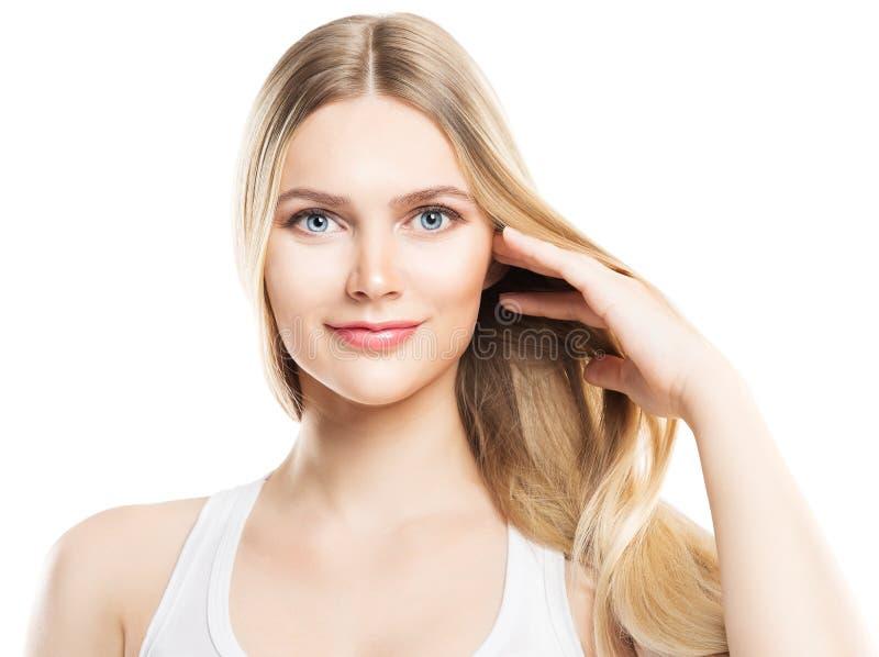 Φροντίδα τρίχας και δέρματος ομορφιάς προσώπου, πρότυπη ξανθή τρίχα μόδας, άσπρη στοκ εικόνα