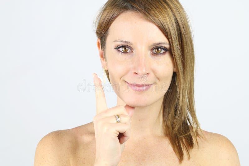 Φροντίδα δέρματος - όμορφο ξανθό κορίτσι στοκ φωτογραφίες με δικαίωμα ελεύθερης χρήσης