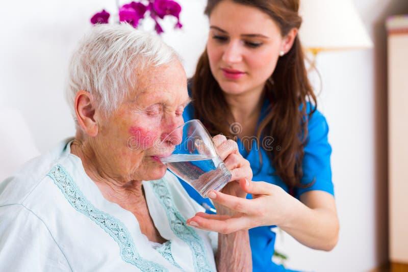 Φροντίδα για εκείνους στην ανάγκη στοκ φωτογραφία με δικαίωμα ελεύθερης χρήσης