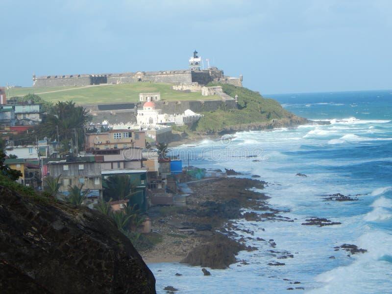 Φρουρά στάσεων SAN Felipe del Morro Fortress πέρα από το San Juan Πουέρτο Ρίκο στοκ εικόνες
