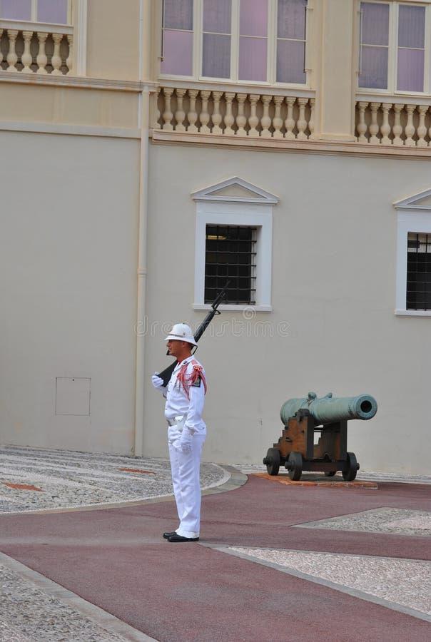 Φρουρά της τιμής στην κατοικία του πρίγκηπα του Μονακό στοκ φωτογραφίες με δικαίωμα ελεύθερης χρήσης