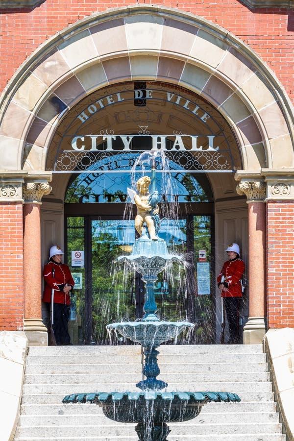 Φρουρές στο Δημαρχείο, Fredericton, Νιού Μπρούνγουικ, Καναδάς στοκ εικόνες με δικαίωμα ελεύθερης χρήσης