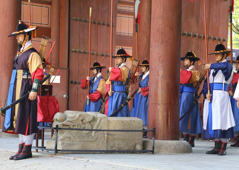 Φρουρές στο παλάτι Deoksugung στοκ φωτογραφίες με δικαίωμα ελεύθερης χρήσης