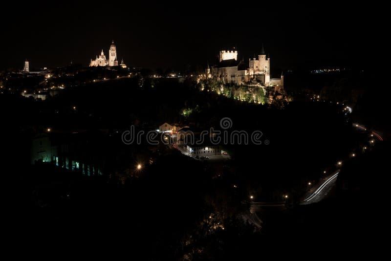 Φρούριο Segovia ενάντια τσιμπημένος με τον ουρανό στο σούρουπο στοκ εικόνες