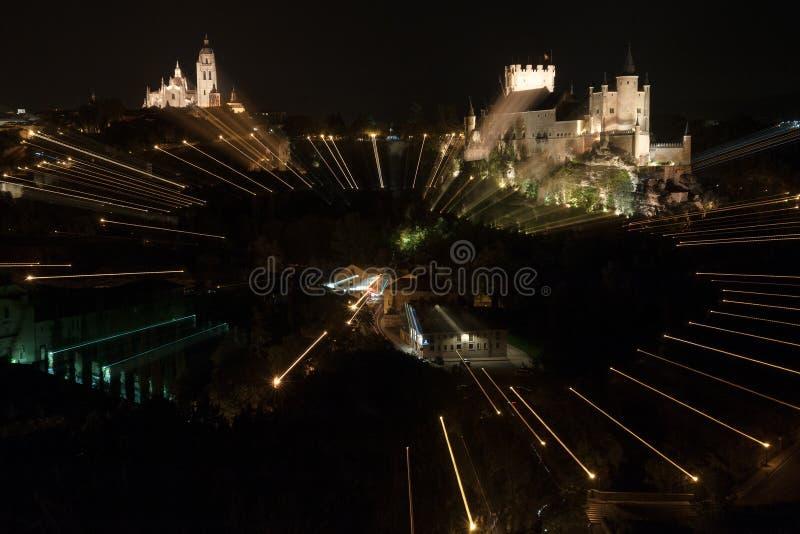 Φρούριο Segovia ενάντια τσιμπημένος με τον ουρανό στο σούρουπο στοκ εικόνα