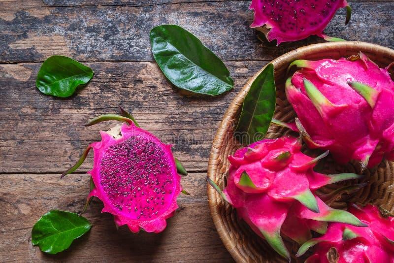 Φρούτα δράκων στο καλάθι στοκ φωτογραφία με δικαίωμα ελεύθερης χρήσης