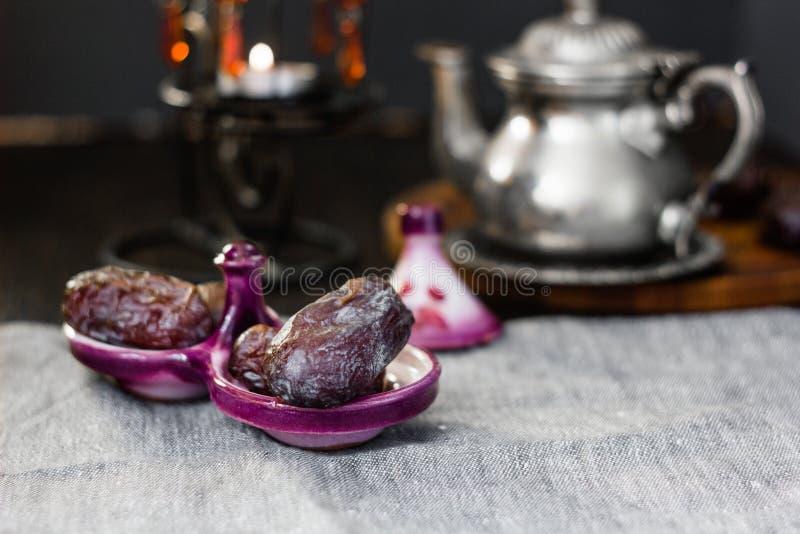 Φρούτα ημερομηνίας για iftar στη ramadan νηστεία στοκ εικόνα