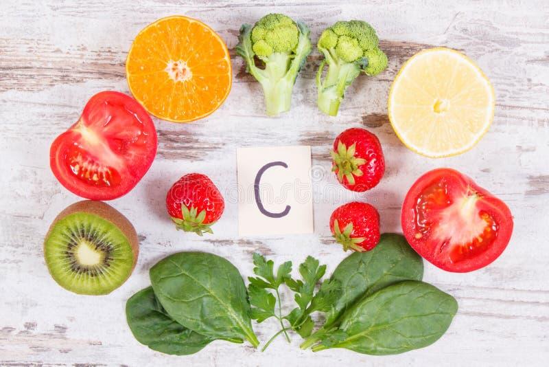 Φρούτα και λαχανικά ως βιταμίνη C πηγών, τροφικά ίνα και μεταλλεύματα, που ενισχύουν την έννοια ασυλίας στοκ φωτογραφίες με δικαίωμα ελεύθερης χρήσης