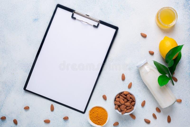 Φρούτα και προϊόντα για ανοσία σε λευκό φόντο Μενού τροφίμων φόντου στοκ φωτογραφίες με δικαίωμα ελεύθερης χρήσης