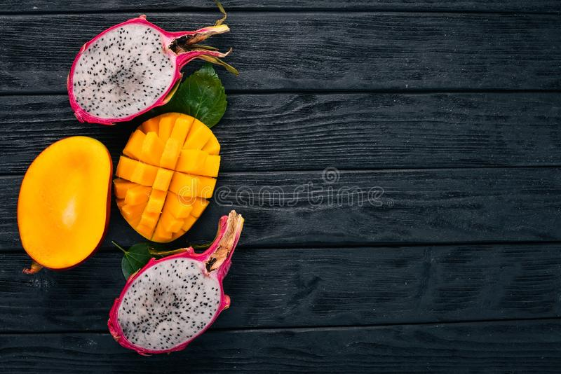 Φρούτα μάγκο και δράκων Φρέσκα τροπικά φρούτα στοκ εικόνες με δικαίωμα ελεύθερης χρήσης