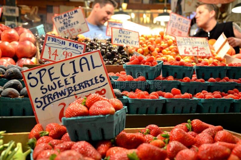 Φρούτα στην αγορά θέσεων λούτσων στοκ φωτογραφία