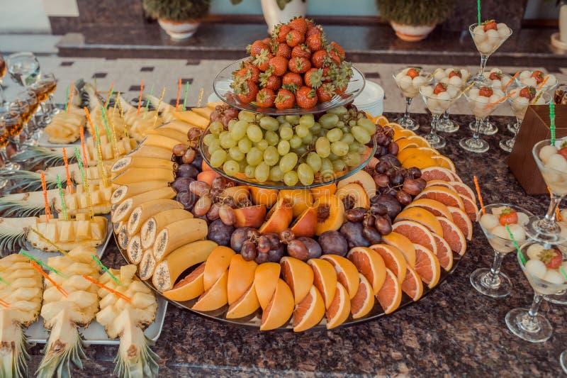 Φρούτα στη δεξίωση γάμου στοκ εικόνα