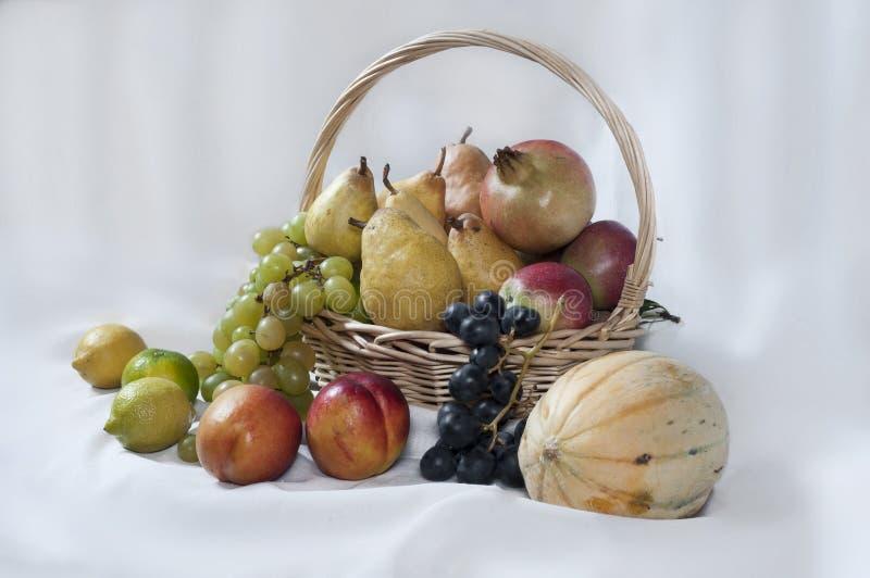 Φρούτα στο λευκό στοκ εικόνες